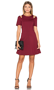 Cut Out Shoulder Fit & Flare Dress en Bordeaux