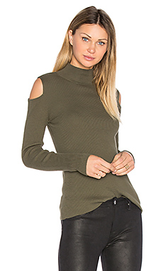 Mock Neck Cold Shoulder Sweater en Olive Tree
