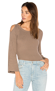 Cut Out Shoulder Sweater en Beechwood