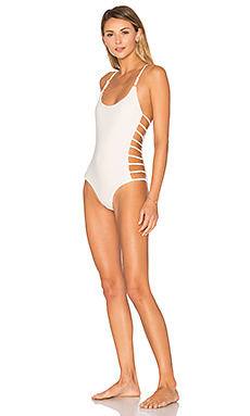 Free Spirit Strappy One Piece Swimsuit en Blanc