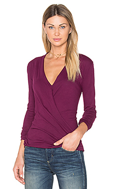 Light Weight Jersey Cross Front Top en Black Cherry
