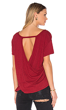 Slub Jersey Cross Back Tee en Cranberry