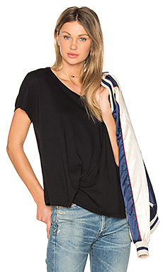 Light Weight Jersey Asymmetrical Tee en Noir