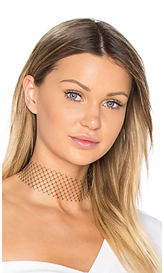 Single Layer Net Choker in Black