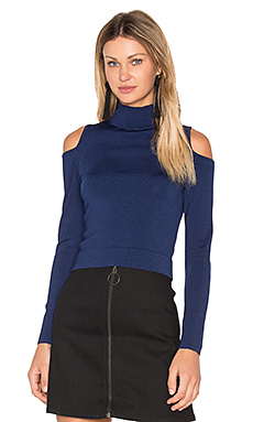Irving Place Cold Shoulder Crop Top en Marine