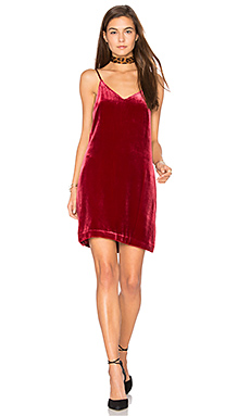 Sidney Frosted Velvet Cami Dress en Rouge Foncé