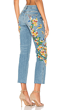 Embroidered Girlfriend Jean en Light Denim
