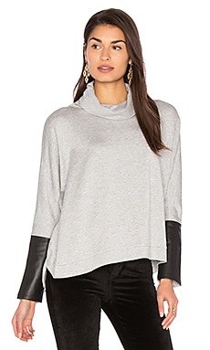 Clara Oversized Sweatshirt en Light Grey With Black Leather