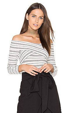 Drew Knit Off Shoulder Top en Ecru