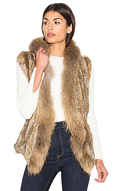 Lara Rabbit & Asiatic Raccoon Fur Vest en Naturel