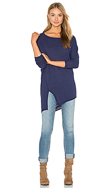 Cotton & Gauze Asymmetric Split Tee en Indigo