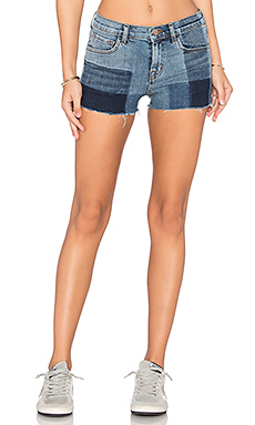 SHORT TAILLE MOYENNE 1044