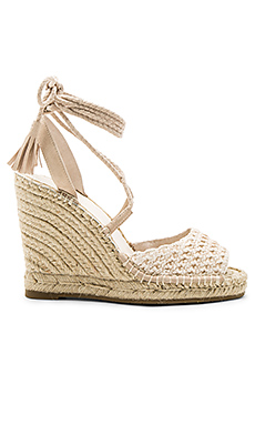 Kacy Wedge in Powder Raffia