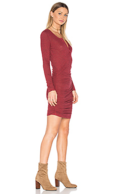 Ruched Henley Dress en Rouge