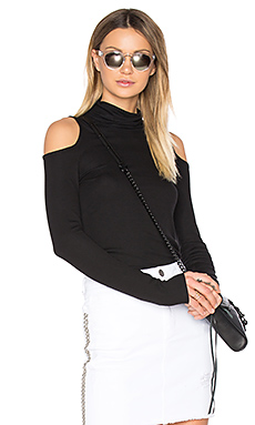 Cold Shoulder Turtleneck Top en Noir