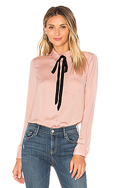 x REVOLVE The Classic Blouse en Nude
