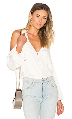 V领肩女衬衫