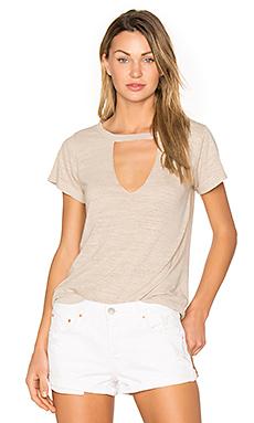 短袖镂空V领T恤
