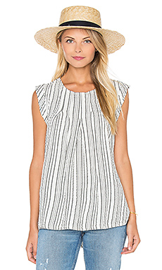 Seersucker Crew Neck Pleated Top in Whtie