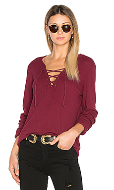 Long Sleeve Tie Neck Top en Pinot