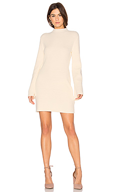 Open Arms Jumper Dress en Crème