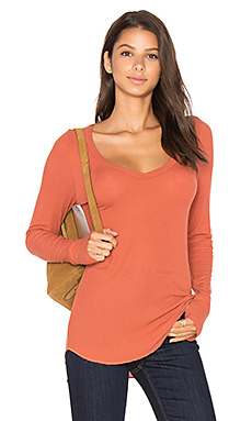 Otis V Neck in Sandstone