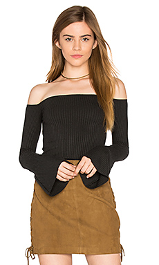 Hyatt Off Shoulder Bell Sleeve Top en Caviar