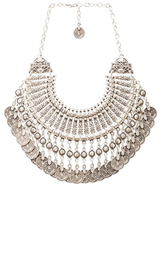 Natalie B Fit for a Queen Necklace en Argent