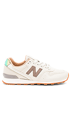 BASKETS GRISES NB