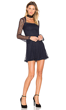ROBE ENCOLURE CARRÉE WEB LACE