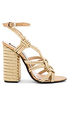 Woven Strappy Heel en Or