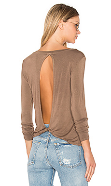 Twist Back Tee in Mocha