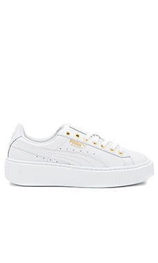 珠光色防水台运动鞋