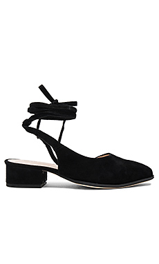 Kaye Flat in Black