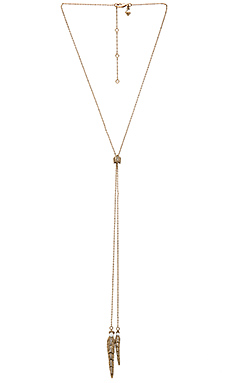 Feather Lariat en Antique Gold & Pearl