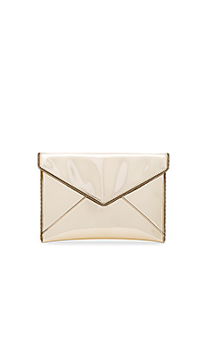 Leo Metallic Clutch en Pale Gold