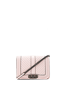 Chevron Quilted Small Love Crossbody Bag en Soft Blush