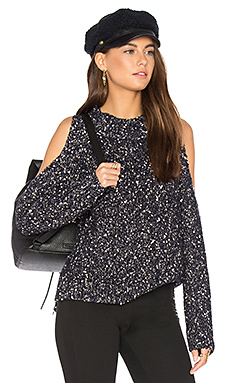Open Shoulder Boucle Pullover en Black Combo