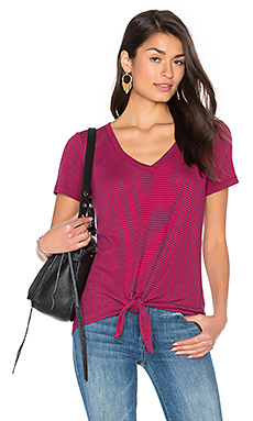 Codette Mini Variegated Rib Stripe Tied Waist Tee en Beetroot Pink