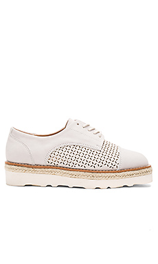 KT 运动鞋