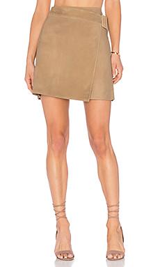 Belted Suede Skirt en Taupe
