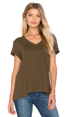 Slub Roll Sleeve Baby V Neck Tee en Army