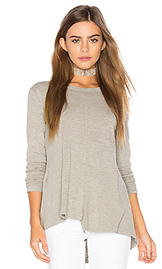 Slub Layered Open Back Tee en Gris Chiné