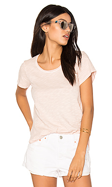 Double Twisted Hem Tee en Thistle
